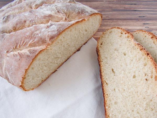 Zelfgebakken wit brood