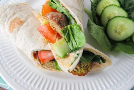 wrap met falafel en hummus